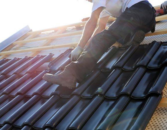 układanie dachówki